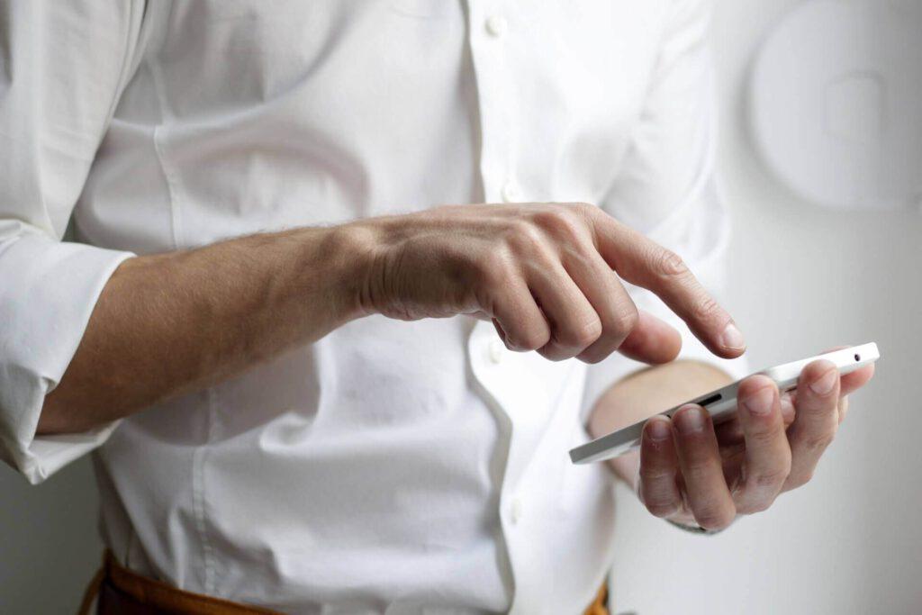 Ohjelmistokehitys ja mobiilisovelluksen tekeminen pienellä budjetilla.